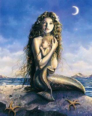 Deusa, mãe, mulher simbolo da ternura e da força que só uma mãe transmite...