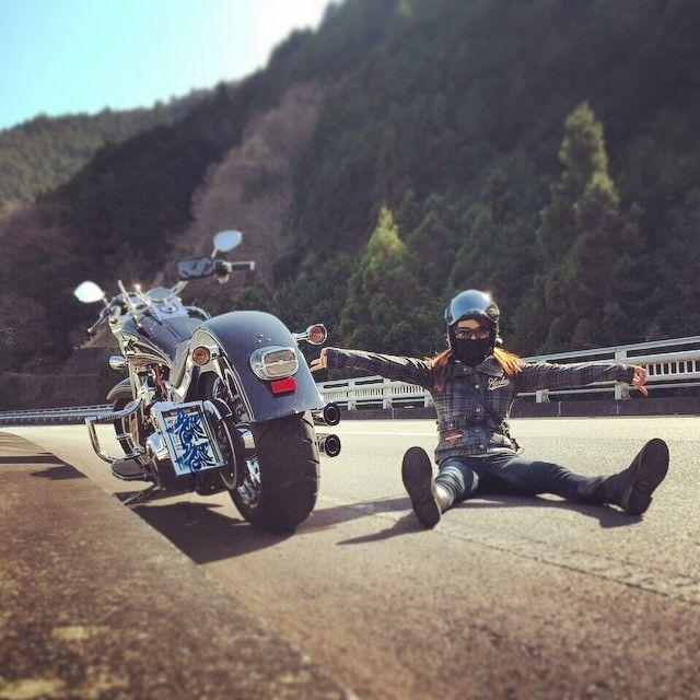 aya.714: 田舎の特権⁉️ 寝るのもありだったかな(笑) ' ' #motorcycle#harleydavidson#harley#softail#softailfamily#flstf#fatboy#girlsbiker#bike#ハーレーダビッドソン#ハーレー#ソフテイル#ソフテイルファミリー#ファットボーイ#バイク#バイク女子#バイク最高#静岡#バイク日和#田舎の特権