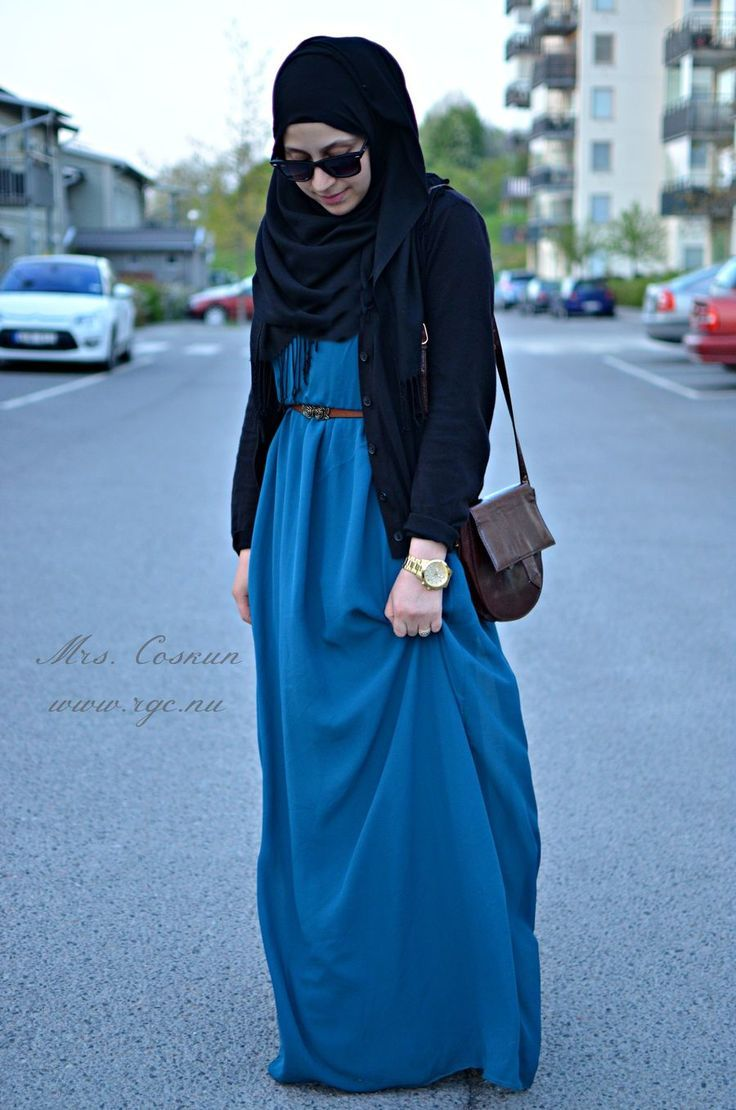 Hijab Fashion 2016/2017: Blue and black  Hijab Fashion 2016/2017: Sélection de looks tendances spécial voilées Look Descreption Blue and black