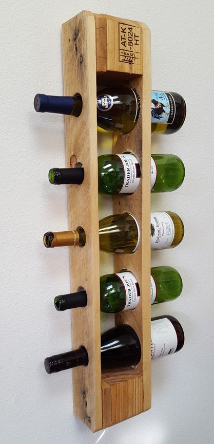 The Best DIY Wood and Pallet Ideas: Estante del vino palet recuperado. Botellero Verti...