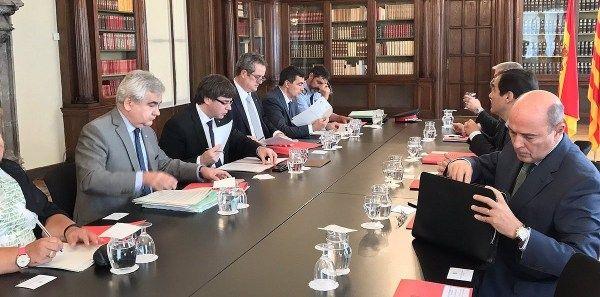 La Guàrdia Civil i la policia nacional espanyola planten Puigdemont en la junta de seguretat