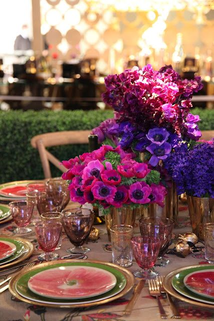 The plates are fabulous with the flower arrangement!: Table Settings, Place Settings, Color, Wedding, Habitually Chic, Floral Arrangements, Tablescape, Design