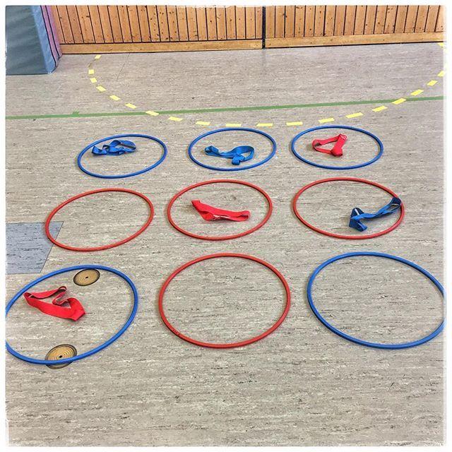 Tic Tac Toe in der Sporthalle habe ich schon oft im Internet gesehen, aber noch nie im Unterricht mit Schülern ausprobiert. Die Premiere ist aber gelungen und hat riesig Spaß gemacht. Es wurde gleich angefragt, ob wir das beim nächsten mal wieder spielen.  #unterrichtsideen #instalehrer #instateacher #grundschullehrerin #sportunterricht #sportindergrundschule #tictactoe ##spassgehabt #laufenmachtglücklich #mitköpfchen
