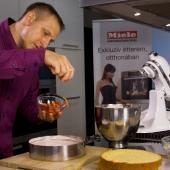 Клубничный пирог - Видео рецепты - Десерт - торт | Miele Школа поваров