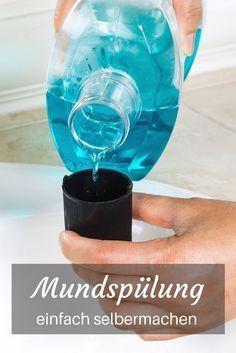 Diese selbstgemachte Mundspülung hilft nicht nur gegen Karies und Mundgeruch. Sie ist super schnell hergestellt und spart dir eine Menge Geld!