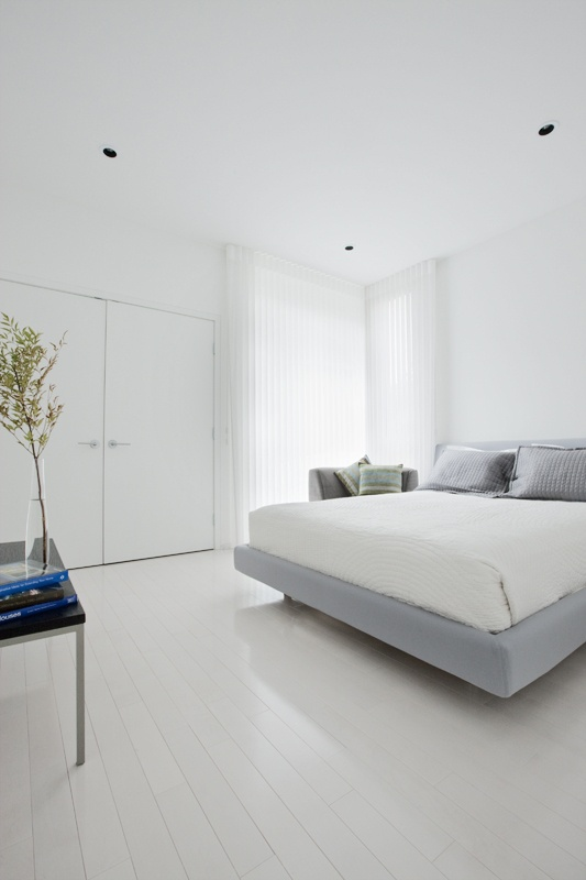 a spare bedroom in the hannon richards 16A street infills located in bankview, calgary / the almost all white bedroom makes it an ideal space for reading, relaxing and dreaming / residential / davignon martin architecture + interior design