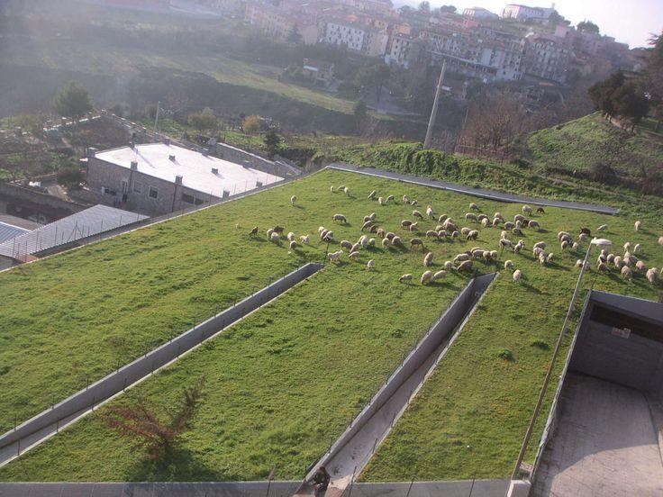 Parcheggio interrato fuori le mura, Melfi Basilicata, 1994 un progetto green di Vulcanica Architettura