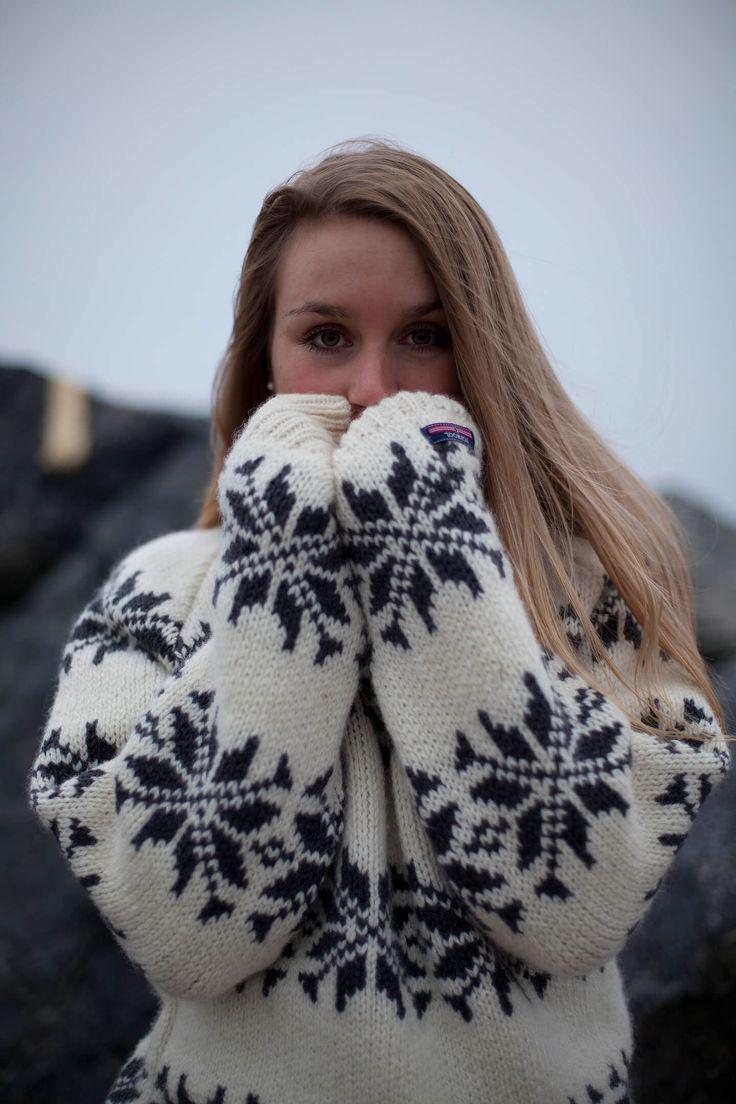 Figursyet Islændertrøje med høj hals af ren ny uld.