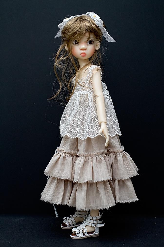 Kaye Wiggs Miki -- Pretty outfit