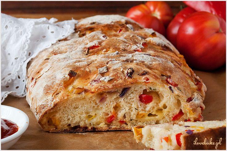 Chlebek pizza to bardzo prosty i niezwykle pyszny wypiek. Pełen warzyw oraz pełen sera.