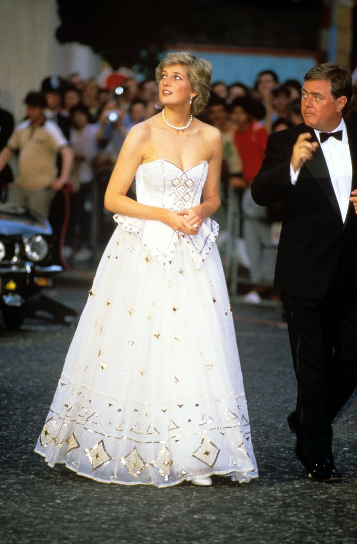 Princess Diana attending the premiere of the James Bond film - The living daylights of London 1987 -