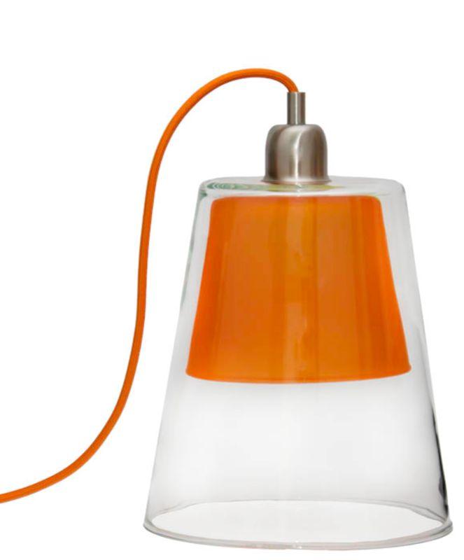 Lampe STRATA  Cette lampe à poser en verre existe en deux dimensions, et est agrémenté d'un fil textile de la couleur de l'abat-jour.    Petit Modèle :    Hauteur : 29 cm    Diamètre 20 cm    Ampoule E14 max 35W    Grand Modèle :    Hauteur : 38 cm    Diamètre : 24 cm    Ampoule E27 max 35W