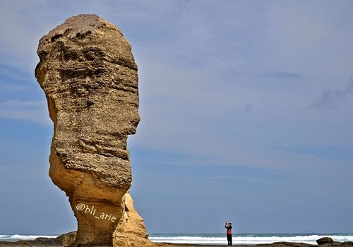 Batu Payung Lombok: Tingginya Batu Payung – Lombok Tengah