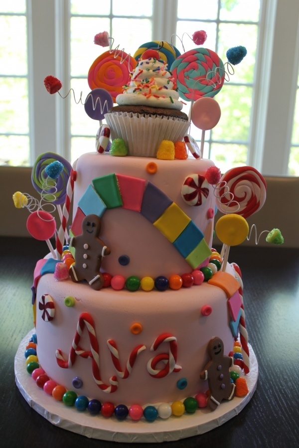Candy Land Cake! I wonder If we could do something like this for Hannahs next birthday? I love the ideas its super cute!!