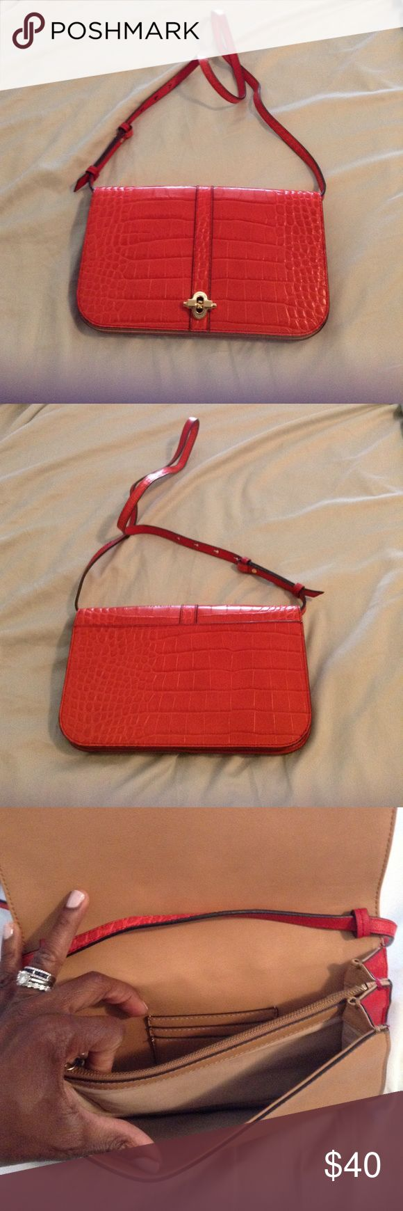 Banana Republic clutch/cross body Barely used (carried it once!). Coral red color, alligator embossed leather. Removable strap, inside slots for credit cards. Super cute! Banana Republic Bags Crossbody Bags