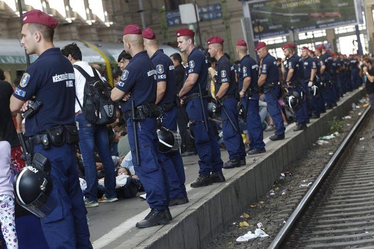 mti.15.09.03. - Illegális bevándorlós - Keleti pályaudvar - bevándorló, bevándorlás, menekült, migráns