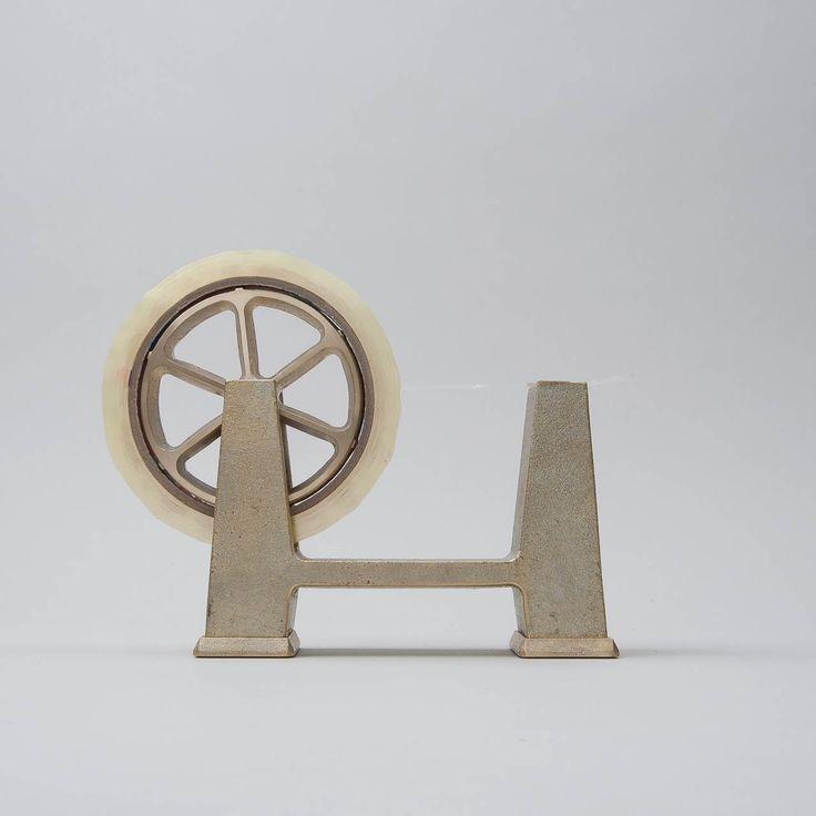 Solid brass tape dispenser; Klebebandabroller aus massivem Messing