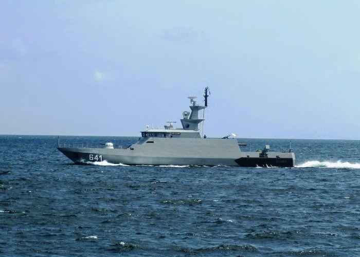 KRI Clurit adalah Kapal Perang Republik Indonesia bertipe Kapal Cepat Rudal yang pembuatannya dilakukan PT Palindo di Batam. KRI Clurit (641) merupakan kapal pemukul reaksi cepat yang dalam pelaksanaan tugasnya mengutamakan unsur pendadakan, mengemban misi menyerang secara cepat, menghancurkan target sekali pukul dan menghindar dari serangan lawan dalam waktu singkat pula.