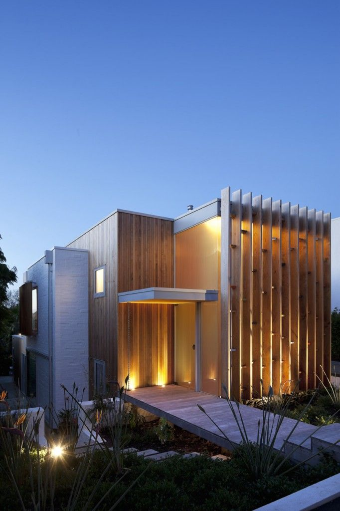 Pete Bossley Architects : Brown Vujcich House. A very interesting approach to exterior cladding.