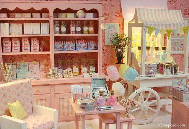 Custom Blythe + Candy Shop diorama by Keera, via Flickr