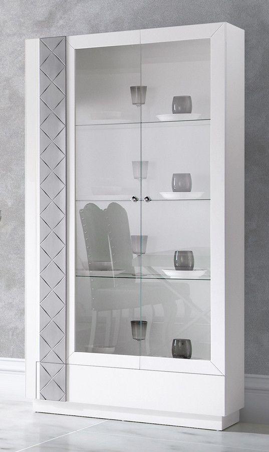 Vitrina de diseño con 2 puertas cristal y 1 cajón y realizada en DM. Vitrina vajillero para salones con muebles modernos. Puertas con tirador rombo.También disponible con botones cristal. Medidas: 100x40x190 cm.