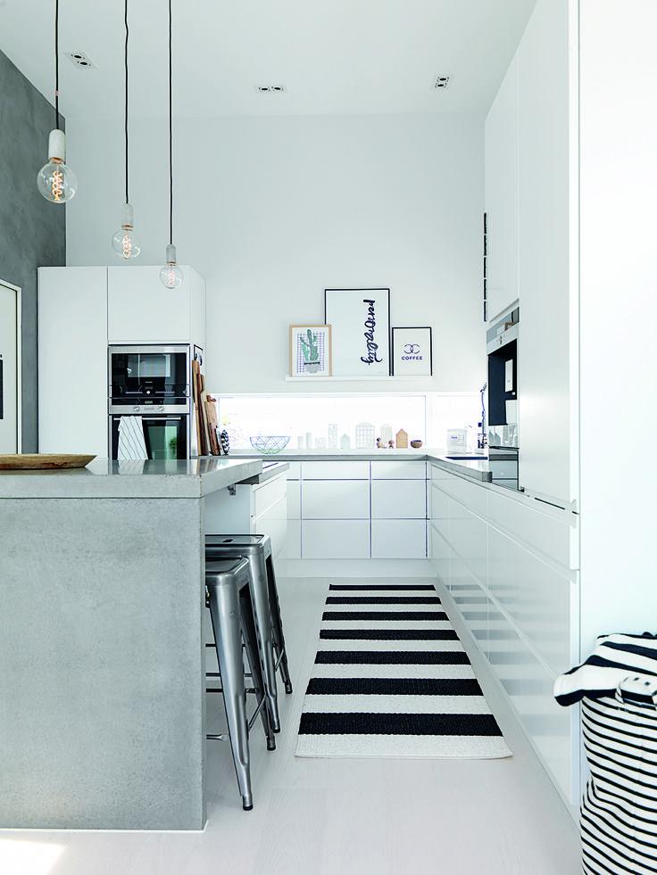 Kom med på besøg i den moderne funkisvilla på Leinøy - helt ude ved havet i Norge på jke-design.dk
