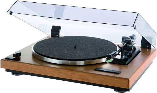 The Socialite Family | Platine Vinyle Thorens TD 240 #musique #music #platine #vinyle #thorens #turntable #design #déco #chic #inspiration #thesocialitefamily