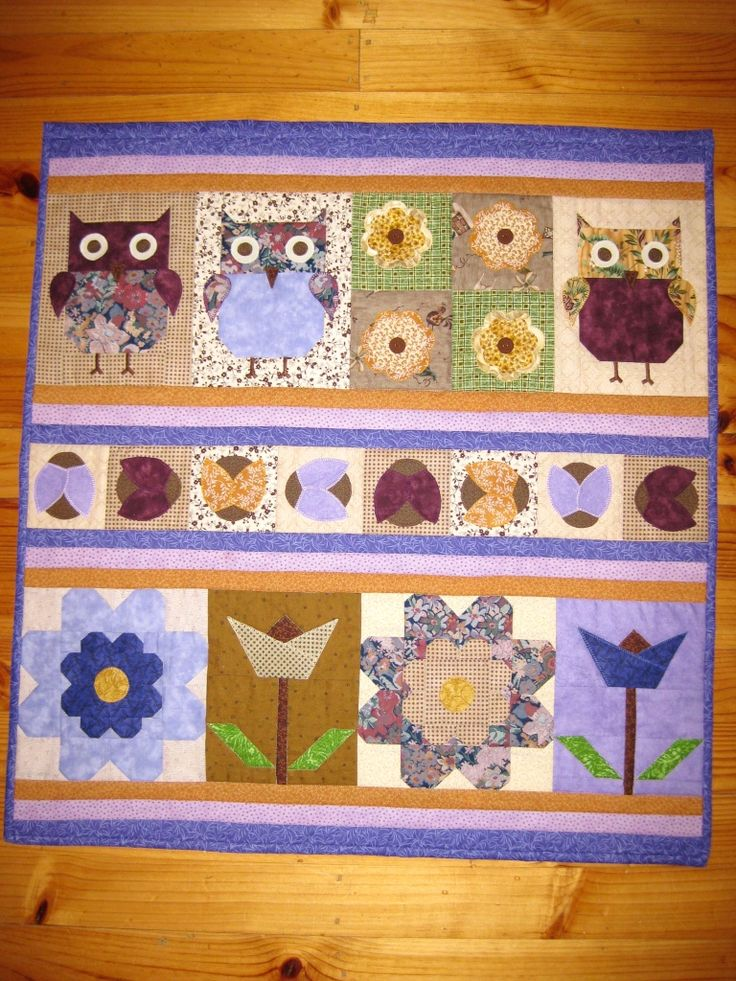Owl wall hanging - free pattern from Debbie Mumm. Gift for someone who likes owls!