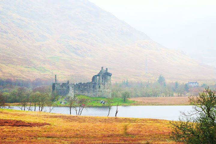 Kilchurn Castle. Tips for Traveling to Scotland. What to Do, See, & Eat. www.kevinandamanda.com