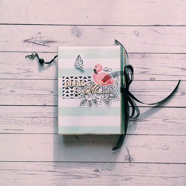 Альбом для красивой пары 💕 Фламинго - символ красоты, грации , изысканного изящества и романтической любви . Считается , что розовый фламинго помогает заманить счастье и радость в дом🏡 Именно поэтому я испытываю такие глубокие чувства к этой прекрасной птице🐥ох, а сколько прекрасных легенд есть о волшебном фламинго…
