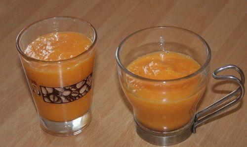 1/2 papaia tagliata a pezzi, 1 tazza di ananas tagliata a quadretti, 2 bicchieri di latte di mandorle, 1 cucchiaino di miele.  Frulla tutti gli ingredienti fra loro e consuma al momento. Puoi aggiungere del ghiaccio.