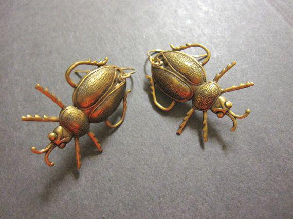 Pendientes de escarabajo, escarabajo, insecto pendientes, insectos, joyería gótica, planear, victoriano escarabajos, insectos forestales, latón antiguo, 14 k GF