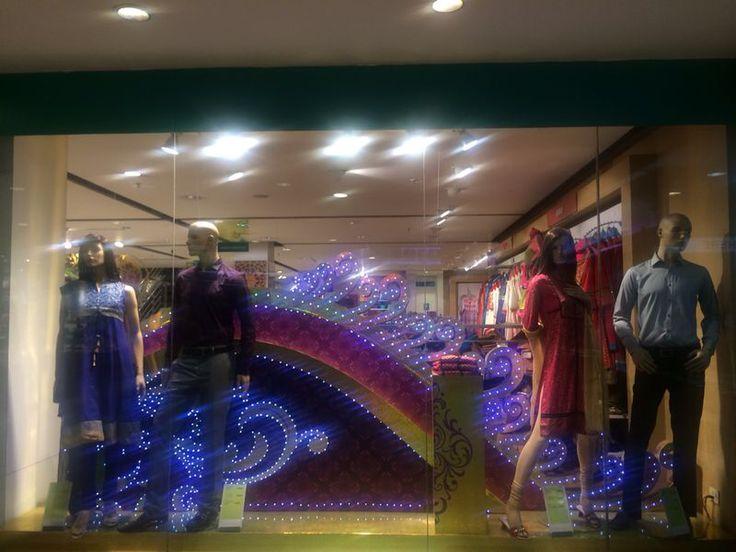 Pantaloons: theme display, festive open back window