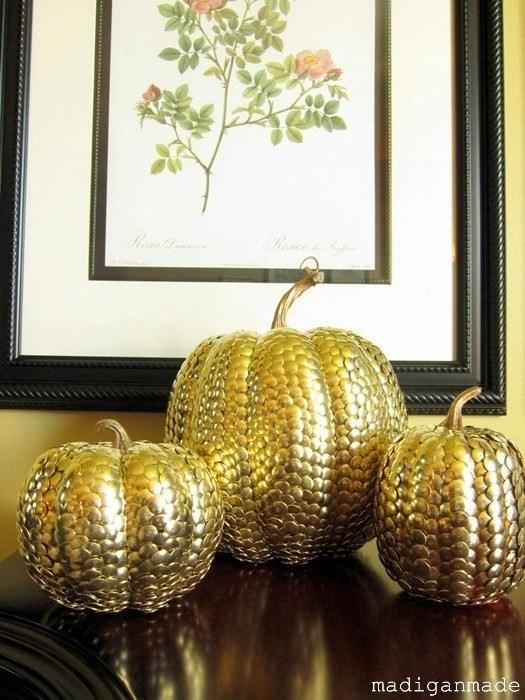 thumbtack pumpkin: Diy Ideas, Fall Pumpkin, Fall Decor, Pumpkins, Gold Thumbtack, Thumbtack Pumpkin, Holidays Decor, Covers Pumpkin, Halloween