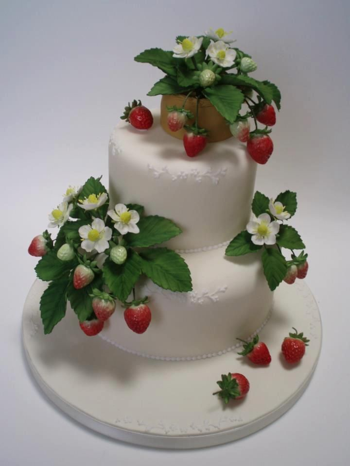 Beautiful Strawberry Cake Images : 339 best Flower Cakes images on Pinterest