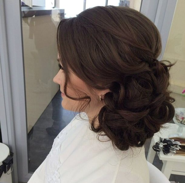 Effortlessly Elegant Wedding Hairstyle Inspiration (New!) for if I do decide to put it up