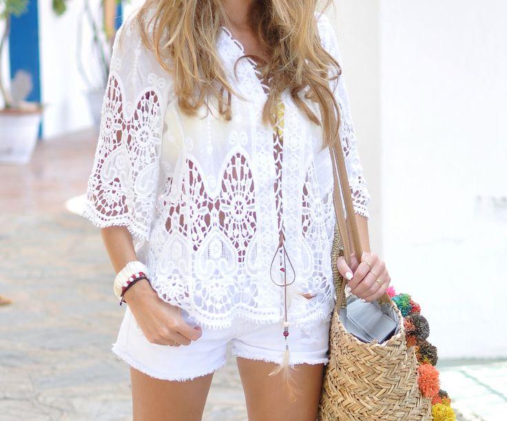 Rinde homenaje a la Isla Blanca con los total white looks. Photo by: @tecuentomistrucos  #streetstyle #blogger #summer #verano #look #outfit #moda #fashion #trendy #style #estilo #shop #barcelona #shopping #white #totalwhitelook #trendsetter #whitelook