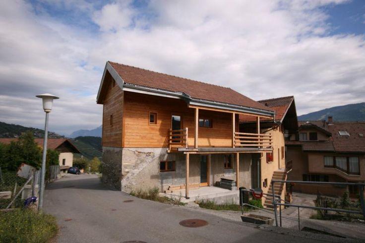 Maison sur les hauts de Conthey : En exclusivité, Albéric Immobilier vous propose cette maison est rénovée avec goût et rajoute une touche de naturel au paysage et à l'environnement, déjà admirable, de ce petit village situé sur le... #maison #avendre #immobilier #suisse