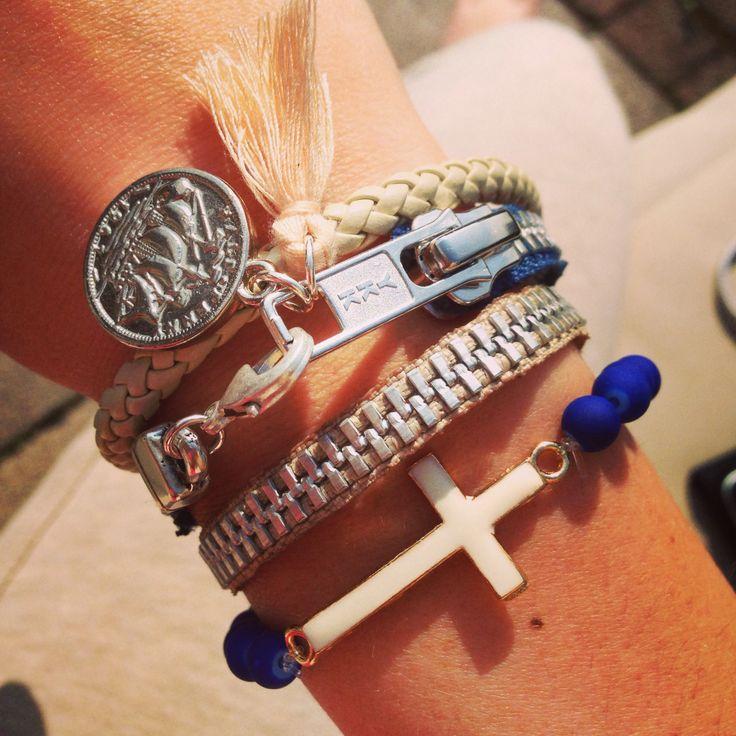 Rits armbanden en kruis armbanden.  Leuk als set