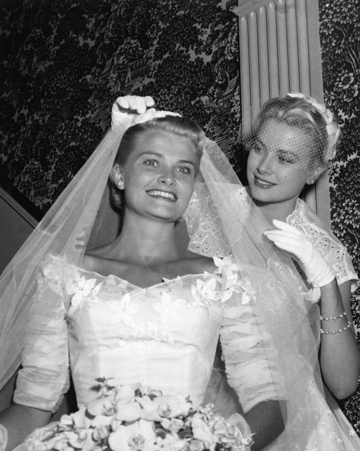 Bridesmaid Grace Kelly With Younger Sister Lizanne At Her Wedding Reception June 25 1955