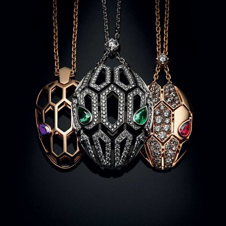 Whereas earlier Bulgari Serpenti collections celebrated the slinky scales of the serpent, today all eyes are on its powerful gaze. Discover the entry level Bvlgari jewellery: the Serpenti Seduttori diffusion collection, where the famous snake has shed its scales to reveal a more graphic look that hones in on the eyes. http://www.thejewelleryeditor.com/jewellery/article/bulgari-serpenti-seduttori-jewellery-review/ #jewelry