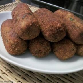 Receita de Croquete de Batata com Carne Moída - 2 colheres (sopa) de parmesão ralado, 3 colheres (sopa) de farinha de trigo, 2 xícaras (chá) de carne moída...