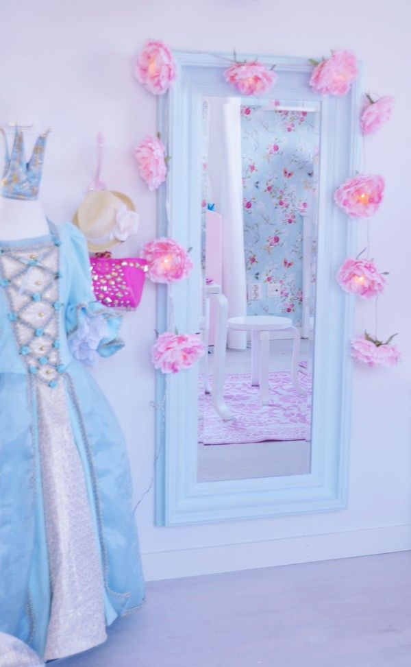 Dream bedroom for every little girl.  Look at her dress up gown.  Pastel pink and blue and flowers. Blog in Swedish. Pin links to all posts about her bedroom.