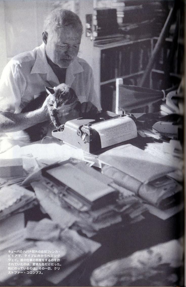 Hemingway & Portable the corona of the Hemingway imitation (typewriter) Habitual use product work ヘミングウェイの愛用品/仕事篇 〜ヘミングウェイごっこのコロナ・ポータブル(タイプライター)〜