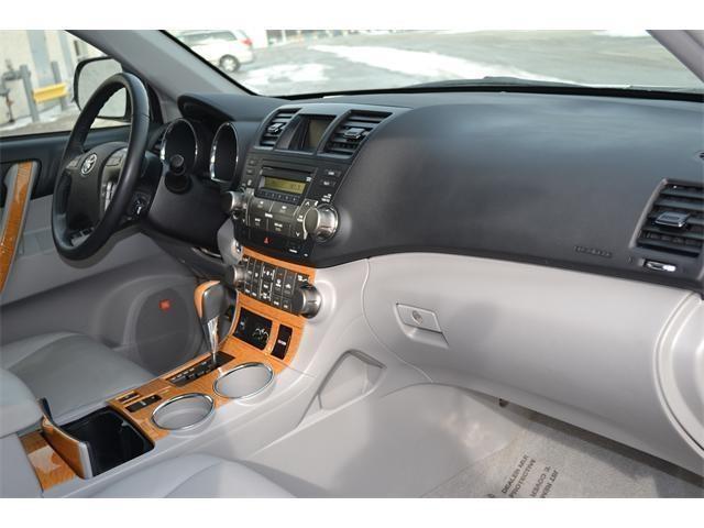 2009 Classic Silver Metallic Toyota Highlander Hybrid 4WD 4dr Limited w/3rd Row http://www.iseecars.com/used-cars/used-toyota-highlander-hybrid-for-sale
