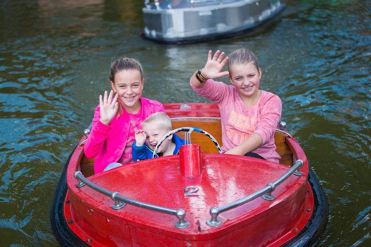 Ga op ontdekkingsreis in een motorboot, maar pas op voor de piraten! Of ga het watergevecht aan in de Piratenbootjes met de andere piraten op zee! Dat wordt vast een spectaculair watergevecht!
