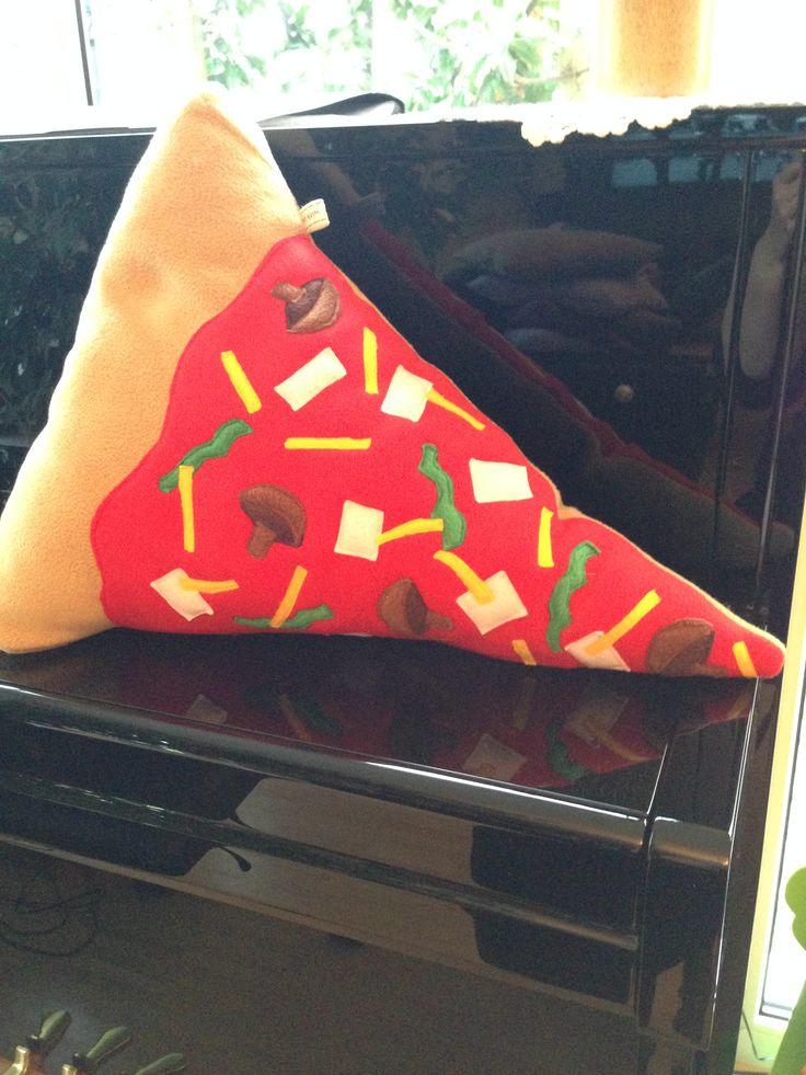 Pizza slice pillow  Pizzakissen Flies