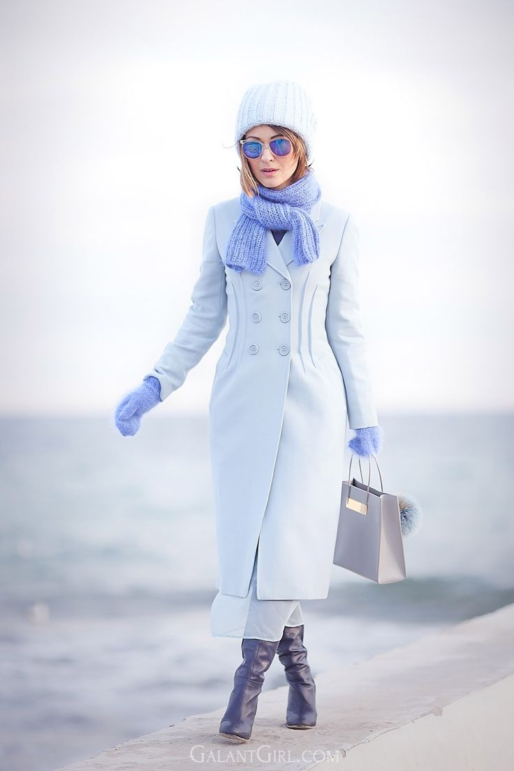 street style fashion | blue shades | light blue coat | balenciaga shopper bag | Ellena Galant