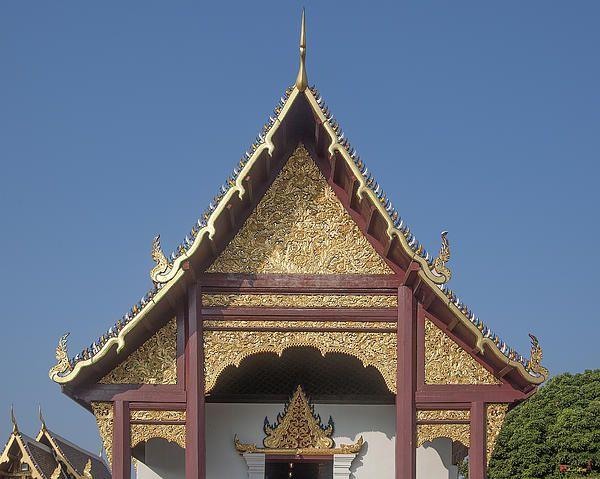 2013 Photograph, Wat Duang Dee Phra Wihan Gable, Tambon Sri Phum, Mueang Chiang Mai District, Chiang Mai Province, Thailand, © 2013.  ภาพถ่าย ๒๕๕๖ วัดดวงดี หน้าจั่ว พระวิหาร ตำบลศรีภูมิ เมืองเชียงใหม่ จังหวัดเชียงใหม่ ประเทศไทย