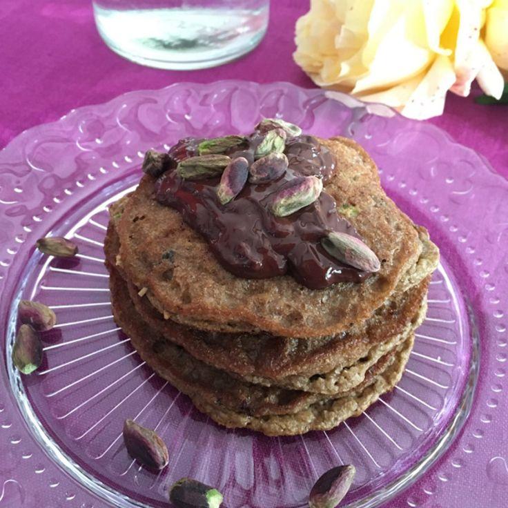 Pancake verdi Paleo con i pistacchi e tè match | Paleo Sisters